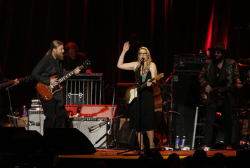 """Musicians Trucks and Tedeschi perform """"Million Miles"""" at the 2015 MusiCares Person of the Year tribute honoring Bob Dylan in Los Angeles"""