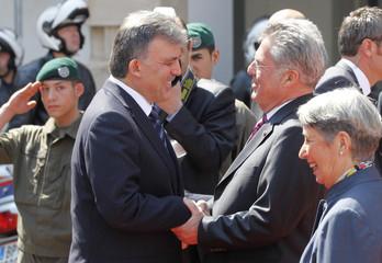 Austrian President Fischer welcomes Turkey's President Gul in Vienna