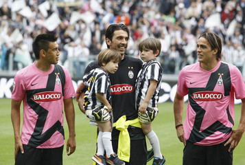 Juventus' players Buffon, Matri and Vidal stand on the pitch before the Serie A soccer match against Atalanta at the Juventus stadium in Turin