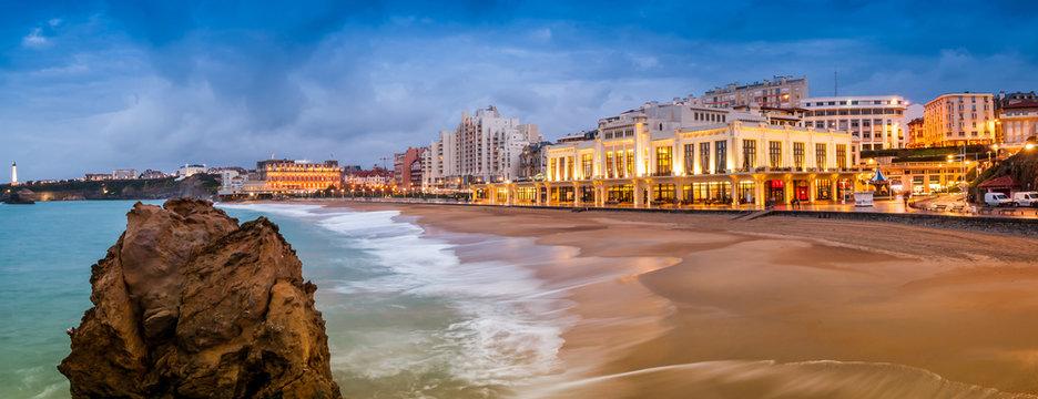 Plage de Biarritz, le soir en hiver, Pays-Basque, France