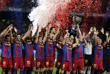 Barcelona's players raise up the Spanish league first division trophy in Barcelona after defeating Deportivo Coruna