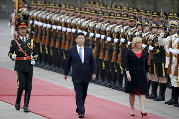 Croatia's President Kolinda Grabar-Kitarovic and China's President Xi Jinping inspect honour guards in Beijing