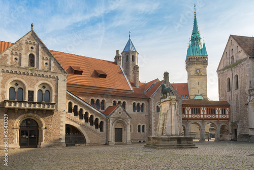 medival burgplatz with braunschweiger l we burg dankwarderode and city hall tower. Black Bedroom Furniture Sets. Home Design Ideas