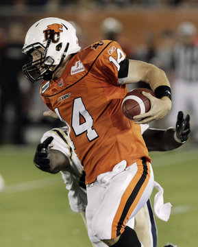 Lions Lulay out runs Blue Bombers Hunt during their CFL game in Vancouver