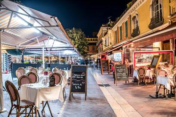 Terrasses de restaurant, Cours Saleya, Nice, la nuit