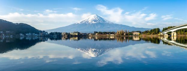 Wall Mural - Berg Fuji am See Kawaguchiko in Japan