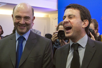 Socialists Moscovici and Valls gather to listen to speech by candidate Hollande in Paris