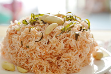 crispy fried thin rice noodles with coconut cream topping peanut and slice lemon leaf on plate