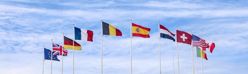 panorama : ensemble de drapeaux