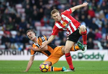 Sunderland's Duncan Watmore in action Hull City's Markus Henriksen