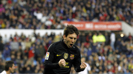 Barcelona's Messi celebrates a goal against Real Zaragoza during their Spanish First division soccer league match in Zaragoza