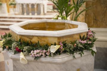 Fonte battesimale in chiesa