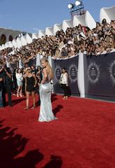 Iggy Azalea arrives at the 2014 MTV Music Video Awards in Inglewood