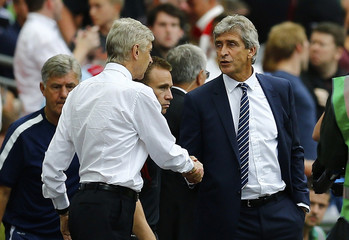 Manchester City's Pellegrini shakes hands with  Arsenal's Wenger after their English Community Shield match in London