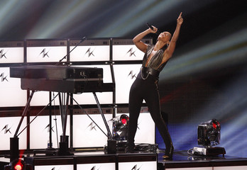 "Alicia Keys performs ""Girl on Fire"" during the 2012 MTV Video Music Awards in Los Angeles"