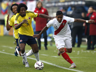 Colombia's Sanchez and Peru's Farfan fight for the ball during their first round Copa America 2015 soccer match at Estadio Municipal Bicentenario German Becker in Temuco