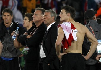 New Zealand's Tommy Smith and head coach Ricki Herbert react after their 2010 World Cup Group F soccer match against Paraguay at Peter Mokaba stadium in Polokwane