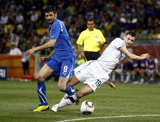 Italy's Iaquinta fights for the ball with New Zealand's Smith during their 2010 World Cup Group F soccer match at Mbombela stadium in Nelspruit