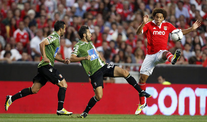 Benfica's Witsel challenges Braga's Viana and Vinicius during their Portuguese Premier League soccer match at Luz stadium in Lisbon