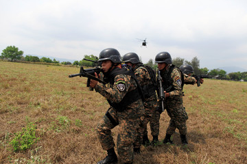 An army special forces team participates in an infiltration exercise in Ilopango