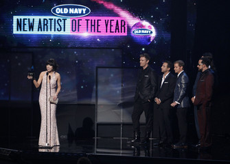 Carly Rae Jepsen accepts the award for new artist of the year from presenters The Backstreet Boys at the 40th American Music Awards in Los Angeles