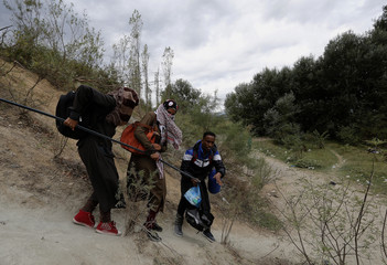 Migrants from Somalia try to reach Greece's border with Macedonia