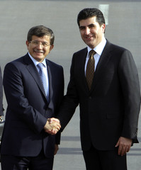 Kurdish PM Barzani welcomes Turkish FM Davutoglu in Arbil