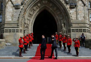 Canada's PM Trudeau walks with Mexico's President Pena Nieto on Parliament Hill in Ottawa