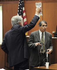 Dr. White demonstrates IV drip with assistance of defense attorney Flanagan during trial of Conrad Murray in Los Angeles