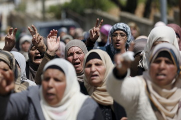 Relatives of Palestinian Mohammed Karakra mourn during his funeral in Sinjil town near the West Bank city of Ramallah