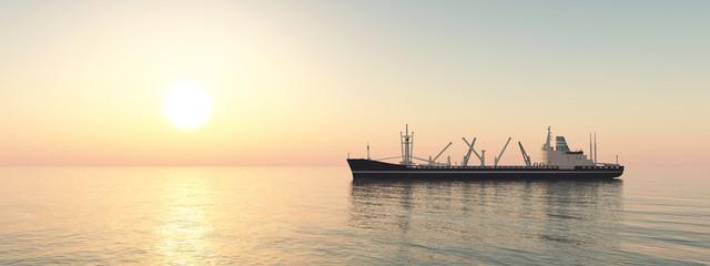Frachtschiff bei Sonnenuntergang
