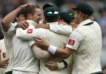 Australia's Siddle celebrates with teammates after claiming the wicket of England's Strauss during the second day of the fourth Ashes cricket test at the Melbourne Cricket Ground