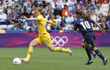 Sweden's Johanna Almgren fights for the ball with Japan's Homare Sawa during their women's Group F football match at the London 2012 Olympic Games in the City of Coventry Stadium
