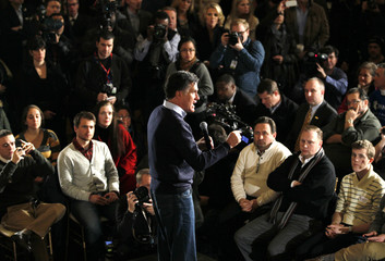 Mitt Romney speaks to supporters at a campaign rally in Des Moines