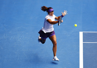 Li Na of China hits a return to Agnieszka Radwanska of Poland during their women's singles quarter-final match at the Australian Open tennis tournament in Melbourne