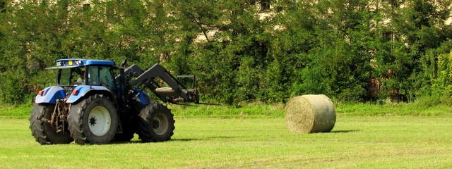 Agricoltura - raccolta delle balle di fieno