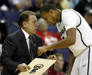 Michigan State University head coach Tom Izzo talks with center Adreian Payne during their men's NCAA college basketball game against Saint Louis University in Columbus