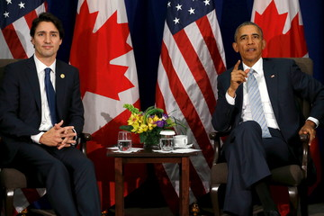 Trudeau and Obama deliver remarks to reporters after their bilateral meeting alongside the APEC Summit in Manila