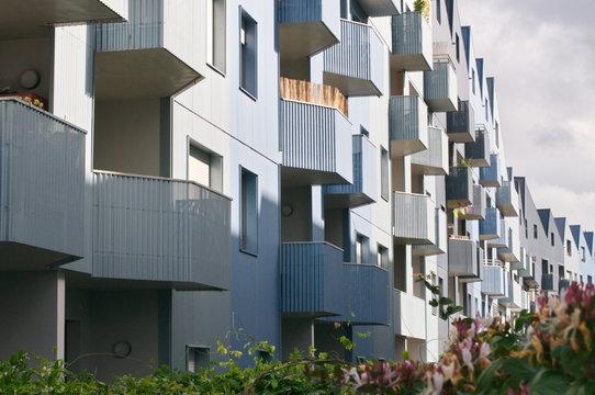 immobilier Bordeaux logement  appartement bien et maison avec balcon foncier. real estate. Copy space.