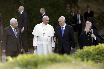 Palestinian President Abbas, Pope Francis, Israeli President Peres and Patriarch Bartholomew arrive in the Vatican Gardens to pray together at the Vatican