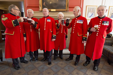 Chelsea pensioners toast the birth of a baby boy born to Britain's Prince William and Catherine, Duchess of Cambridge at the Royal Chelsea Hospital in London