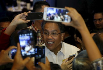 Businessmen and supporters use their mobile phones to take pictures of former Interior and Local Government Secretary Mar Roxas, one of the four contenders in 2016 presidential elections, during a business forum in Pasay city