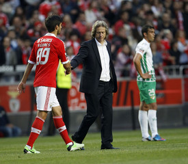 Benfica coach Jorge Jesus shakes hands with player Andre Gomes at the end of their Portuguese Premier League soccer match against Moreirense in Lisbon
