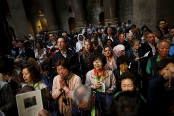 Christian worshippers take part in Easter Sunday mass at the Church of the Holy Sepulchre in Jerusalem's Old City
