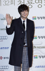 South Korean actor Lee poses for photographs before the Blue Dragon Film Awards in Seoul