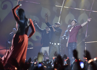 Singer Enrique Iglesias performs on stage during the 2014 MTV Europe Music Awards at the SSE Hydro Arena in Glasgow
