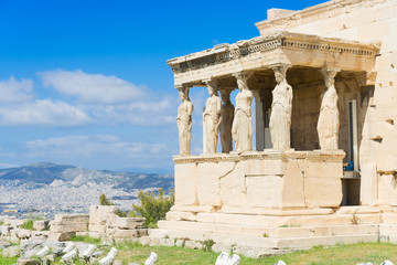Fototapete - facade of of Erechtheion temple in Acropolis of Athens, Greece