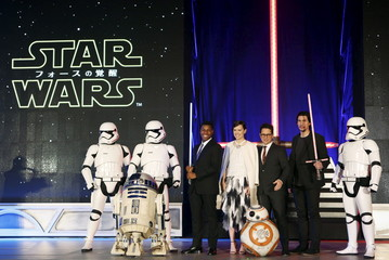 """Director Abrams, cast members Boyega, Ridley, and Driver pose for pictures together with Star Wars character R2-D2, stormtroopers, and BB-8 during a red carpet fan event for their upcoming movie """"Star Wars: The Force Awakens"""" in Tokyo"""