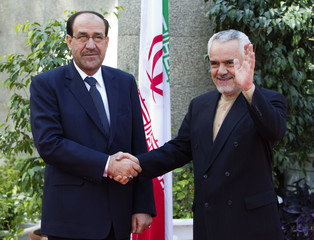 Iran's First Vice President Rahimi shakes hands with Iraqi PM Maliki during an official meeting in Tehran