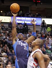 Mavericks guard Terry shoots over Raptors center Magloire during their NBA basketball game in Dallas, Texas